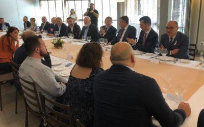 Participamos en un almuerzo de trabajo con el vicepresidente de la Comisión Europea Frans Timmermans